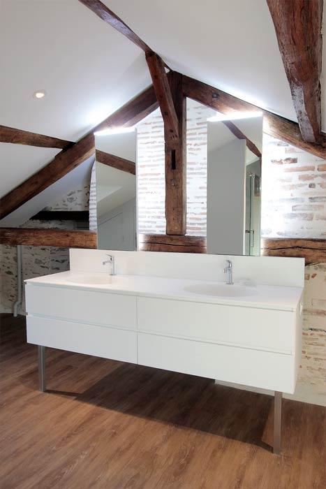 salle d eau dans les combles amnager de petits combles en exemples with salle d eau dans les. Black Bedroom Furniture Sets. Home Design Ideas