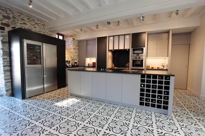 Vue de la cuisine avec sol en carreau de ciment - Beaupréau 49