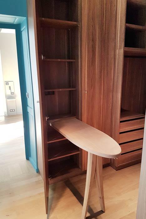restauration d'un appartement - Détail planche à repasser dressing - Nantes 44