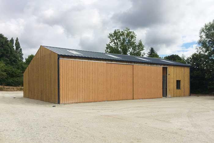 Construction bois d 39 un hangar forestier fran ois rousselin - Construction hangar bois ...