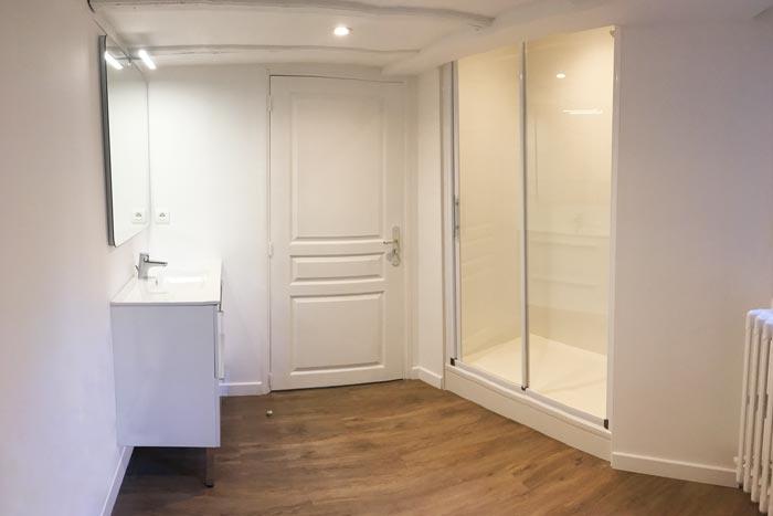 Salle de bain créée sous mezzanine à Nantes