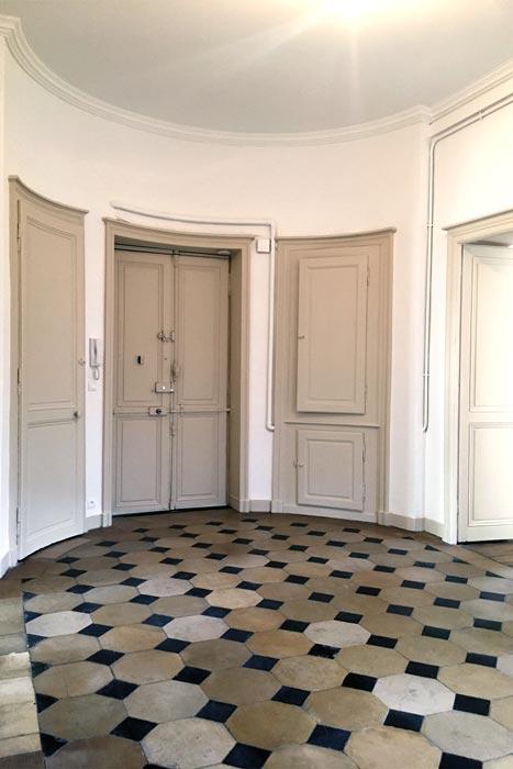 Entrée appartement rénovée à Nantes