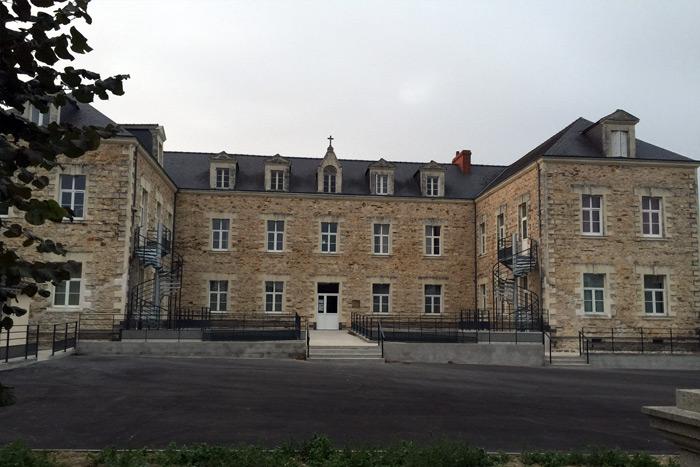 Bâtiment existant et escaliers hélicoïdaux - Loire-Atlantique