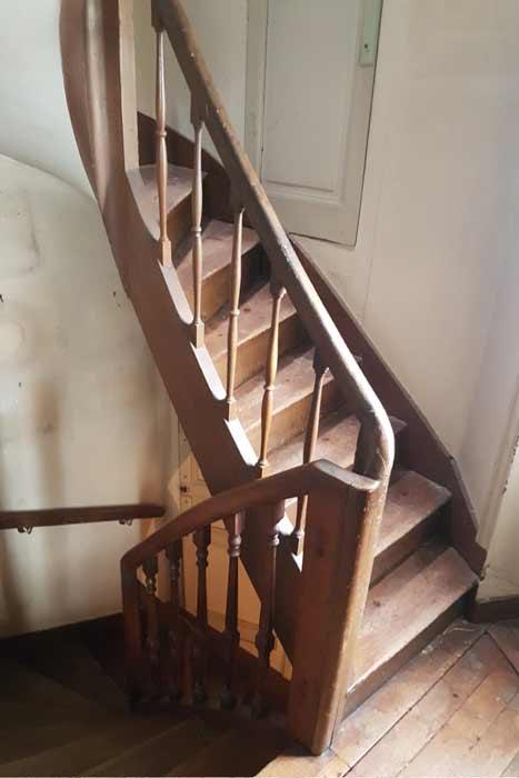 Escalier avant - Rénovation totale maison Nantes