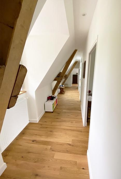 Couloir avec charpente - maitre d'œuvre 44